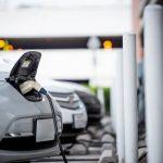 Recarga de vehículos eléctricos en la estación de carga